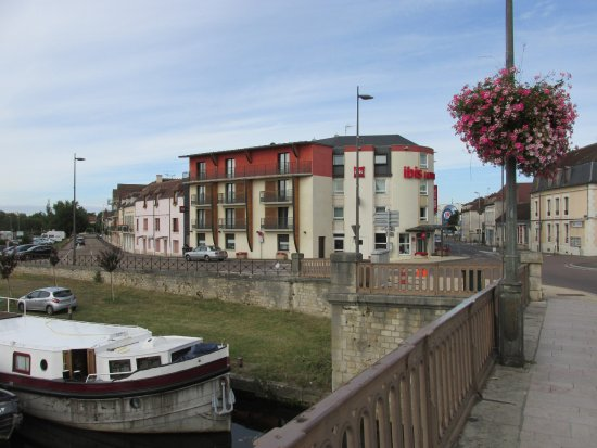 Devant L Hotel Picture Of Ibis Auxerre Centre Auxerre