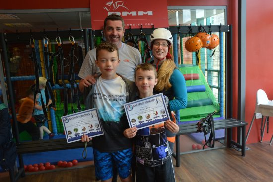 Kinlochleven, UK: Serena and some happy customers after completing the Aerial Assault Course