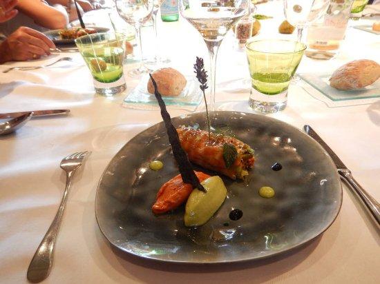 Maine et Loire, ฝรั่งเศส: R ouleau de printemps de homard et lanières de poivrons rouges façon piperade, sorbet tomate, co