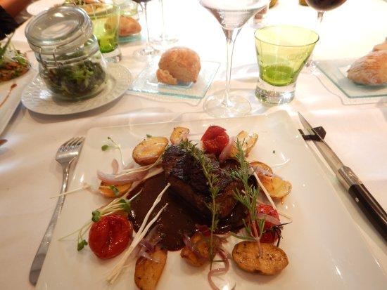 Maine et Loire, ฝรั่งเศส: P avé de bœuf cœur de rumsteck de race à viande française, maturé, fricassée de pommes de terre