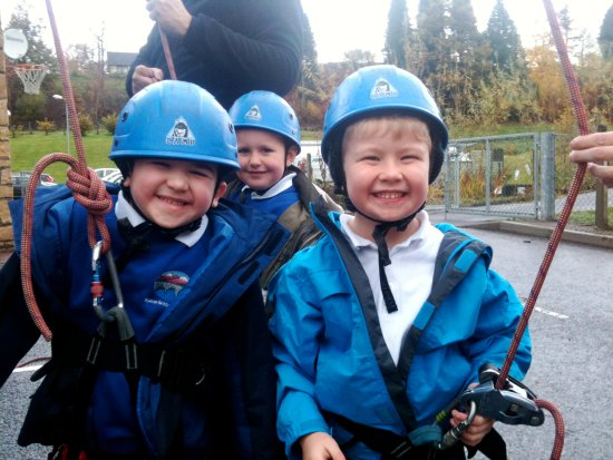 Kinlochleven, UK: School trip to the Ice Factor Aerial Assault course, way better than maths!