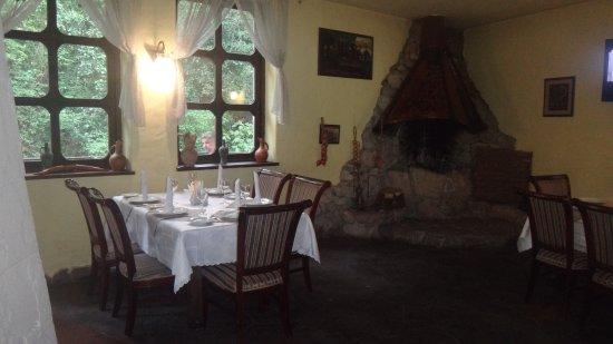Restaurant Gorets: Стильный интерьер, передающий атмосферу Грузии.