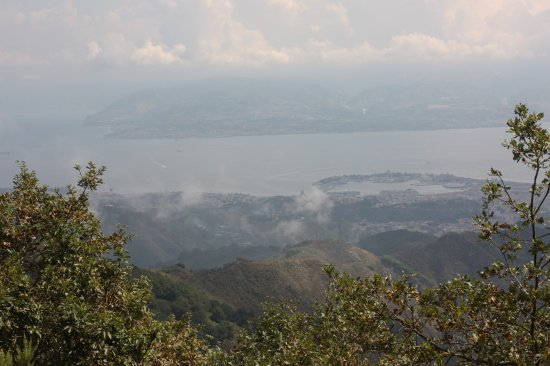 Province of Messina, Włochy: The view from Monte Dinnammare over the Straits of Messina.