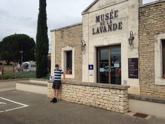 Coustellet, Francja: Indgangen