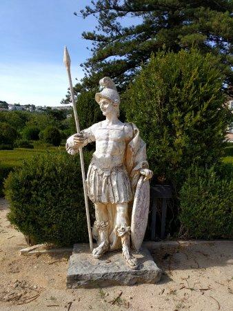 Oeiras, Portugal: Estátua no jardim