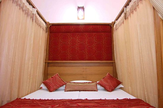 Hotel Ishan Villa: bed style