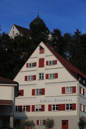 Illertissen, Germany: Das Bräuhaus zu Füßen der wunderschönen Schlossanlage