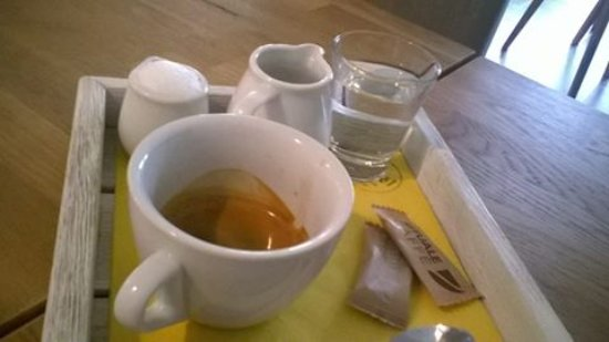 Roznov pod Radhostem, Tsjechië: Lahodná káva k snídani