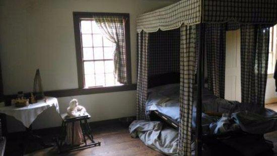 Ethan Allen Homestead: 1 bedroom for 10 people!