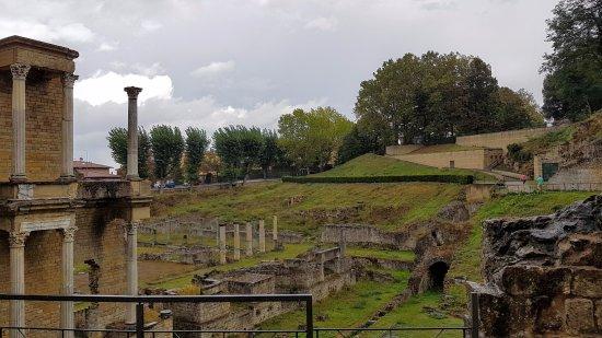 Volterra, Itália: From the right