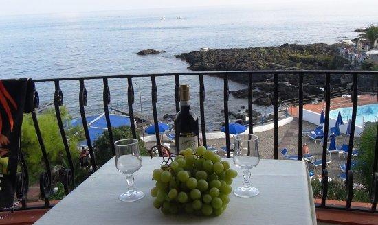 Hotel Kalos: вид с балкона на море