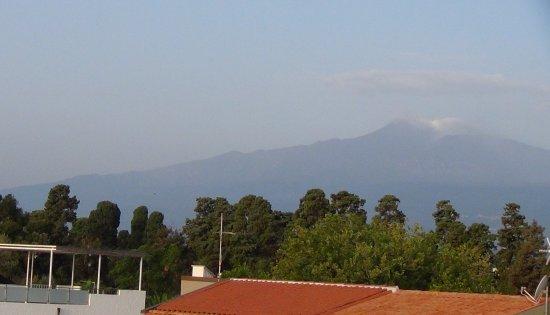 Hotel Kalos: вид с балкона на вулкан Этна