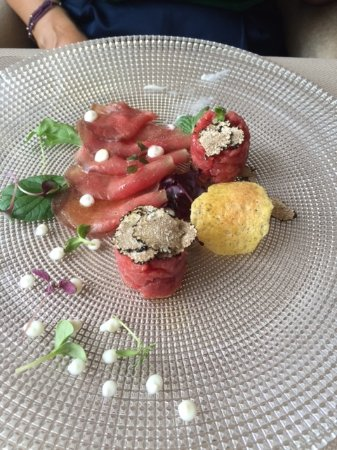Govone, Italie : Carpaccio of veal