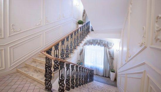 Aston Hotel : stairs