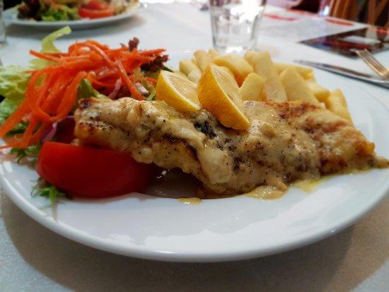 Victoria Park, Australia: The signature fish and chips!