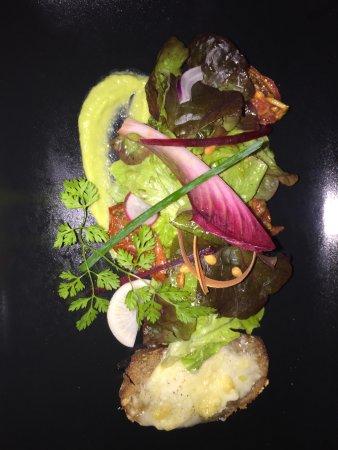 Puylaurens, Prancis: Un cadre enchanteur, un accueil et un service irréprochables, une cuisine raffinée .. tout pour