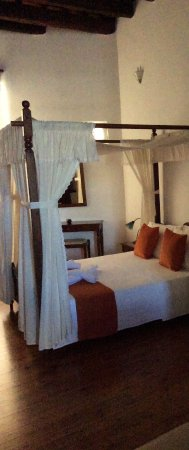 Amphora Hotel: Nice bed..can't do justice on the room, photo won't upload.