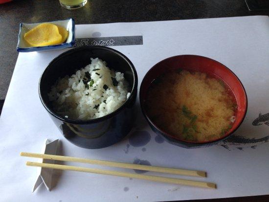 Ayuchaya Kawase: わかめ御飯と鱒の味噌汁
