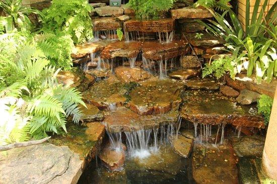 Kloof, جنوب أفريقيا: Water feature at eht main entrance