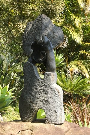 Kloof, جنوب أفريقيا: Loads of these stone sculptures to be seen
