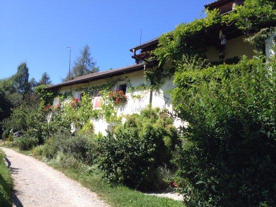 Soprabolzano, Italia: Una bella casa sul percorso