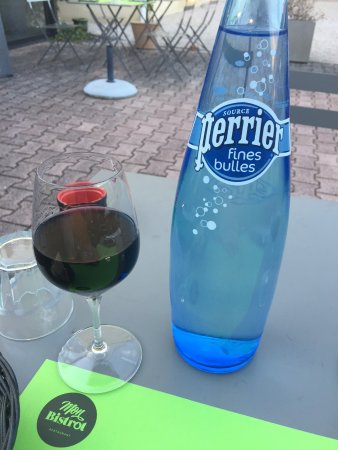 Blagnac, Fransa: Wine and water