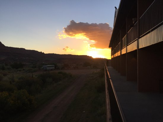 Capitol Reef Resort: Sunrise view toward the horse paddock.... LOVELY!