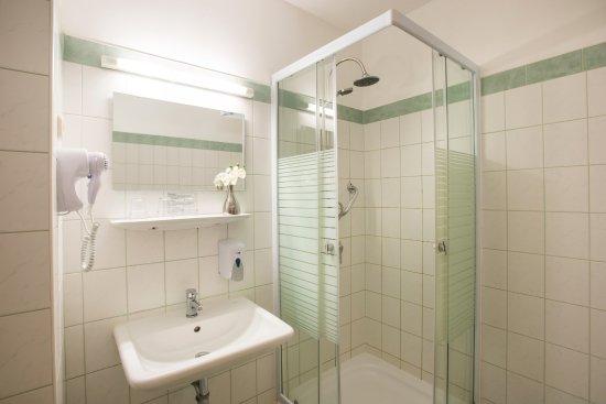Star City Hotel: Bathroom