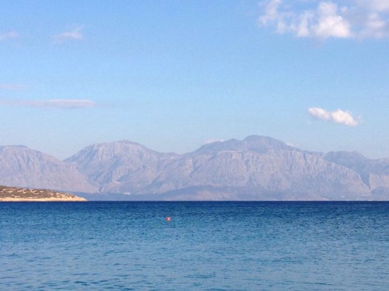 Minos Beach Art hotel: A local Aghios Nikolaos beach, boys diving into the lake and the view from the hotel beach.
