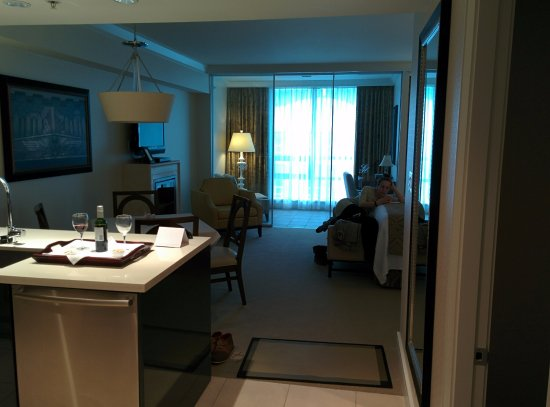 L'Hermitage Hotel: Excellent Sunroom office in suite