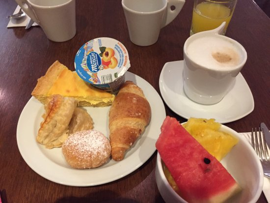 Tessera, Italia: Breakfast (so many options)