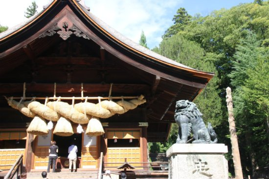 Shimosuwa-machi, Japón: 大注連縄が見事です