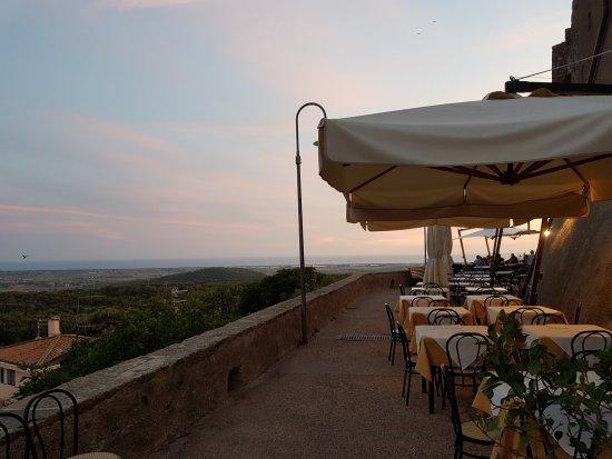Capalbio, İtalya: e la' in fondo il mare
