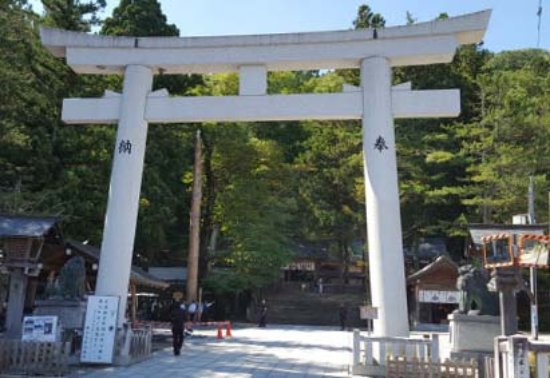 Suwa Shrine: Entrance of the shrine