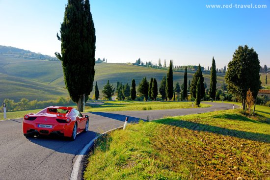 Red Travel - Italia in Ferrari