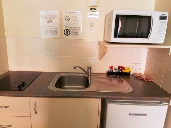 Caboolture, Australia: Kitchenette with stove top in Studio A Room