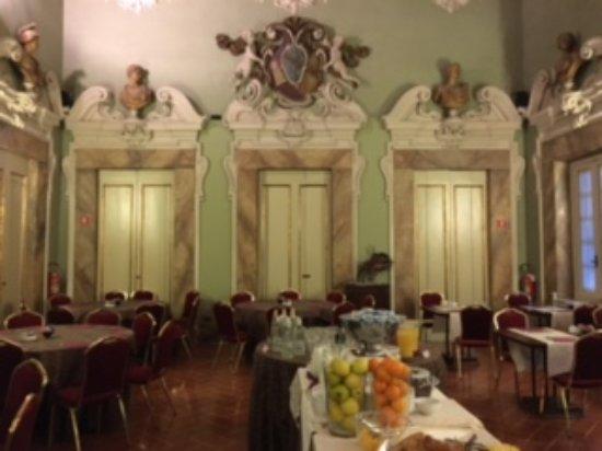 B4 Astoria Firenze: An expansive breakfast set before our departure.
