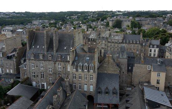 Dinan, France : vue de la tour de l'horloge