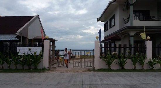 Visayas, Philippines : Restaurant and Villa