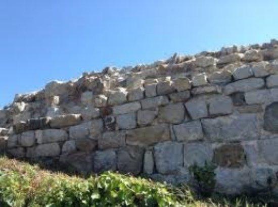 Sesta Godano, Itália: i resti murari della rocca...