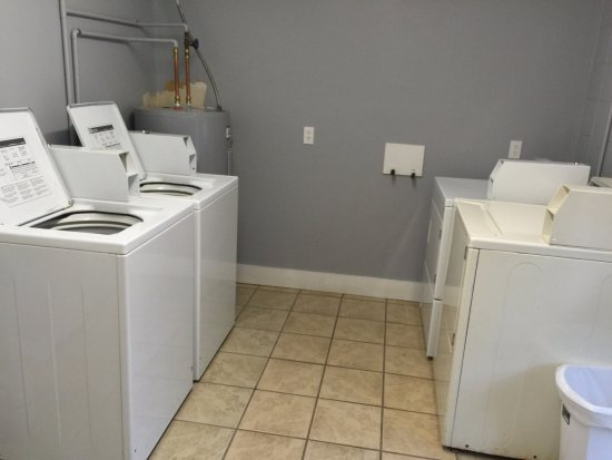 Clabough's Campground: laundry room
