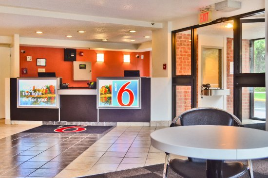East Syracuse, Nova York: Lobby
