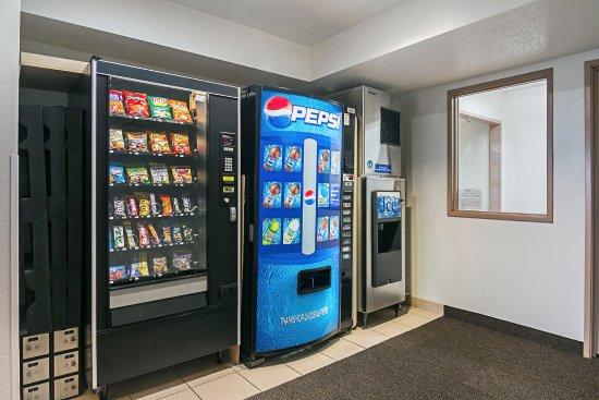 Sycamore, IL: Vending