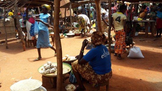 Ouham Prefecture, Zentralafrikanische Republik: Bouca marked on sunday