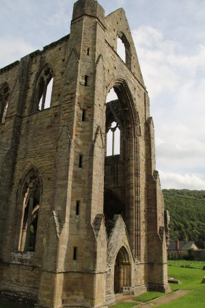 Chepstow, UK : Tintern Abbey