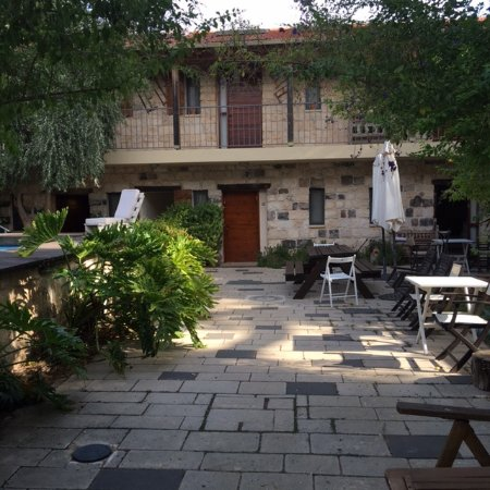 Shulamit Yard: view to rooms