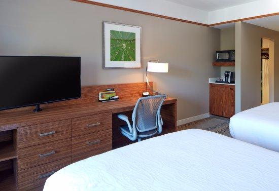 Marlborough, MA: Queen/Queen Guest Room