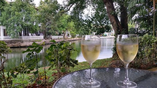 Karma Royal Boat Lagoon: Great sitting on the back deck looking at the canal with a glass of wine or coffee!