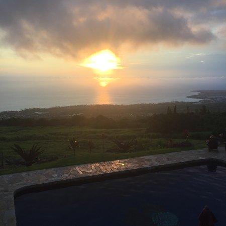 Holualoa, Hawái: Abendstimmung am Pool