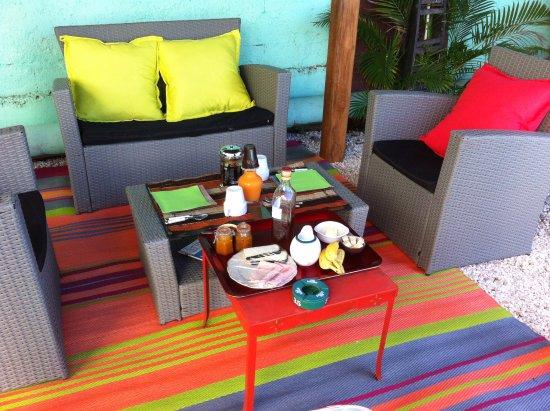La Saline les Bains, Pulau Reunion: breakfast à l'ombre du kiosque thaï Sawadika